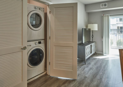 Willow Grove apartment rental with a full-size washer & dryer and separate laundry closet